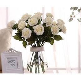 cesta de buquê de flores artificiais Desconto Artificial Rose Flores De Seda Toque Real Falso Rose Elegante Bouquets de Rosa para Decoração Do Ramalhete Do Casamento De Noiva
