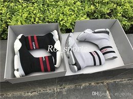 Wholesale plain black socks - VETEMENTS SS CREW UNISES Sock Trainer Dropping RUNNING Shoes CN3307 Luxury Brand Casual Shoes Socks Boots Red Black Stretch Mesh Sneakers