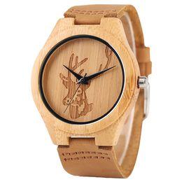 Mejor correa de cuero marrón online-Tallado Elk Head Design Reloj para hombre Reloj de pulsera de cuarzo de madera Correa de cuero marrón El mejor regalo de Navidad