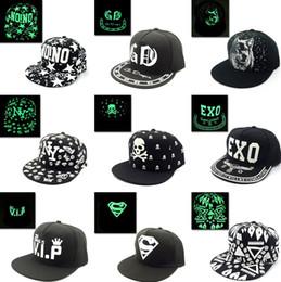 Al por mayor-Graffiti Hip Hop Gorra de béisbol fluorescente ligera Snapback  Cap Hombres Cap Mujeres sombreros Noctilucence Snapback sombreros T2C323 ... 2f4a6423d64