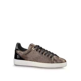 Diseñador de la mariposa online-Diseñador de lujo noble hombres mujeres zapatillas de deporte zapatos casuales de calidad superior de cuero real decoración zapatillas de deporte Ace zapatos deportes blanco / negro