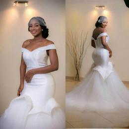 Arab sexy kleid bild online-Schulterfrei Meerjungfrau Brautkleider 2019 Rüschen ärmellose Perlen Arab Sweep Zug Brautkleider Real Image Lace Up Brautkleider