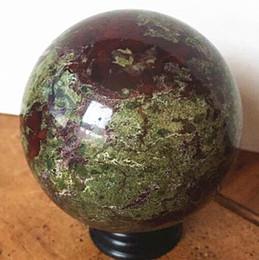 Pietra magica online-Il diametro di 60 mm Beauteous Natural Quartz Crystal Dragon palla di pietra sangue Stone Lucky magic ball. Dot Cure