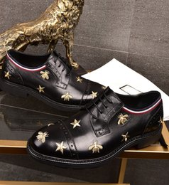 Wholesale Comfortable Party Heels - 2018 new men's leather dress shoes men's handmade embroidery fashion suit shoes comfortable quality free shipping
