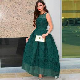 Organza vestido de baile assimétrico on-line-Verde escuro hem assimétrico vestidos de baile colher pescoço sem mangas vestidos de festa à noite organza 3d flor tornozelo comprimento vestidos de baile