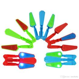 2019 tren cuchillo mariposa Flipper Flip Toys LED Finger Hand Toys Spin Focus Spin Niños Mariposa Cuchillo Herramienta de entrenamiento de dedos Alivio del estrés Gadgets mágicos regalos YFA61