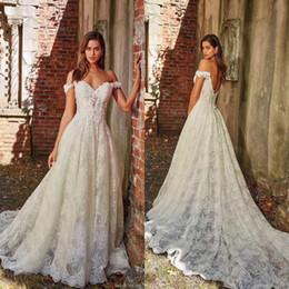 Vestidos de casamento apliques de renda on-line-Quente fora do Ombro Do Laço Vestidos de Casamento A Linha de Apliques com o Tribunal Trem Longo Vestido De Noiva Sexy Voltar vestido de Casamento