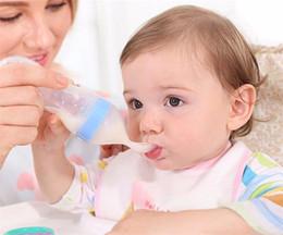 flaschen-safes Rabatt Baby-zusammendrückende Fütterungs-Löffel-Silikon-Trainings-Schaufel-Fütterungsreis-Getreide-Flaschen-sicheres Geschirr-Medizin-Verdrängungs-Werkzeuge