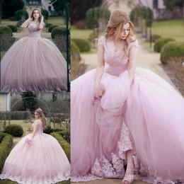 Corsé princesa rosa online-2018 Impresionantes vestidos de quinceañera rosados Vestidos de baile árabes de Dubai con hombros descubiertos Princesa Sweet 16 Vestidos de fiesta por la noche Vestidos Corsé Volver