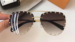 lunettes cloutées Promotion Lunettes de soleil pilote or / marron avec des lunettes de soleil Sonnenbrille cloutées pour femmes Lunettes de soleil design de luxe avec boîte
