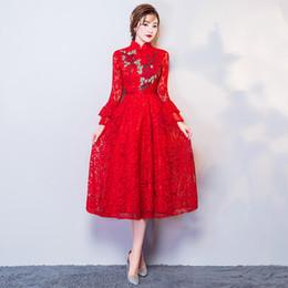 Vestido vermelho vestido de dama de honra on-line-Verão Laço Vermelho Tradicional Longo Vestido De Casamento Com Zíper Cheongsam Vestido De Noiva Vestido De Dama De Honra Vestido de Noite Bordado Longo Vestidos de Festa