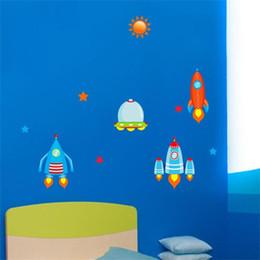 Mond zimmer tapete online-Neue Muster Kinderzimmer Wandaufkleber Cartoon Rocket Sterne Mond Poster Wohnkultur Selbstklebende Tapete 6 6kx ff