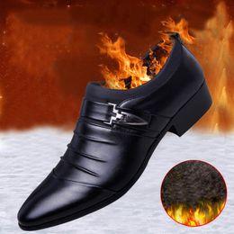 2019 zapatos formales para hombre para boda MINGPINSTYLE Winter Plus de lana Oxfords Formal Shoes Mens Leather Wedding Shoes Oxford para hombre vestido 2018 mocasines rebajas zapatos formales para hombre para boda
