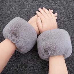 2019 мех руки Cute Высокое качество Faux Fox меховые манжеты Горячие продажи наручные теплые Поддельные лисицы меховой манжеты Arm Warmer Lady Bracelet Faux Wristband Glove дешево мех руки