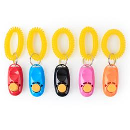 2019 bague de chien en plastique Chien formateur clickers plastique clicker pour animaux de compagnie 6.3 * 3cm fournitures pour animaux de compagnie 5 couleurs formation avec guide de haute qualité avec porte-clés