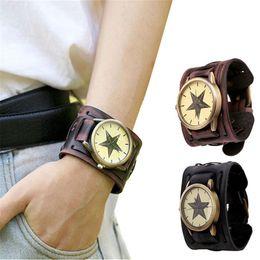 breite ledermanschetten großhandel Rabatt Fabelhafter Art-Retro- Punkrock-Brown-große breite lederne Armband-Stulpe-Mann-Uhr kühle wide-leather-wristwatches en gros