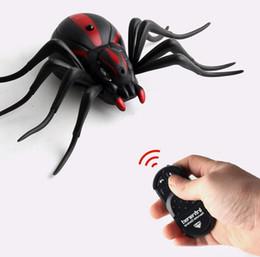 Juguetes araña insectos online-Control remoto por infrarrojos simulación insecto eléctrico insecto araña hormiga juguete animal entero Novedad Juegos de mordaza