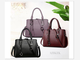 Wholesale first slot - S9198 European and American fan leather handbags commuting first choice simple middle-aged bag single shoulder mother bag