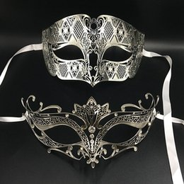 Wholesale Couples Masquerade Masks - Gold Phantom Lovers Prom Metal Venetian Masquerade Party Couple Masks Set Mardi Gras Wedding Costume Eye Ball Mask Pair Lot