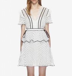 Diseño de vestido de gasa lunares online-2018 verano nuevo V-cuello de la manga corta de puntos lunares cauce de la manera de las mujeres del diseño de cintura alta de una línea de gasa en capas vestidos vestido retro