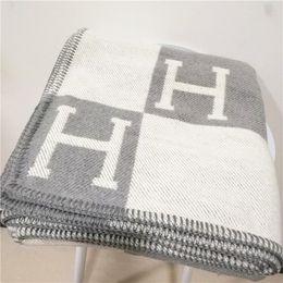 Tag di viaggio online-Luxury Signature H tag Addensare coperta di lana Home Travel Inverno sciarpa scialle caldo ogni giorno coperte Grande 170 * 140 cm coperta regalo di Natale