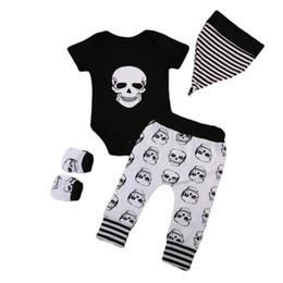 2019 комплекты мальчиков черепа наряды 2018 Хэллоуин младенческой Baby Boys череп глава черный короткие рукава ползунки + длинные брюки + шляпа + перчатки 4 шт. Набор наряды Kid Boy Party одежда скидка комплекты мальчиков черепа наряды