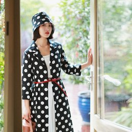 Белая черная женская траншея онлайн-IRINAW766 New Arrival Autumn 2018 three quarter sleeve notched collar midi long vintage black white polka dot trench coat women