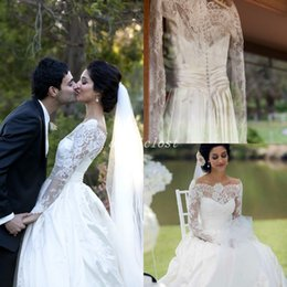 f9b67d1eeb8 Vintage Long Sleeve Wedding Dresses 2018 Bateau Sweep Train Lace Chapel  Garden Country Bridal Gowns vestido de novia Plus Size Arabic India