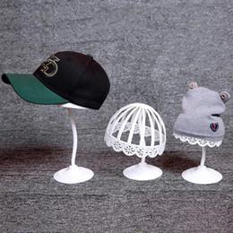Cappelli per esposizione Supporto per tappi in plastica Supporto per cappelli Supporto per cappelli Telaio per cappelli Negozio all'ingrosso Spedizione gratuita 0735WH da mini figurine animali fornitori