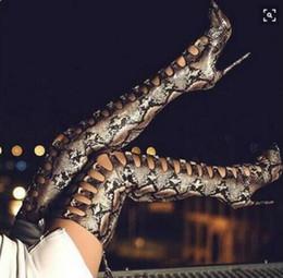 2018 Nouveau Sexy En Cuir Imprimé Python Sur Le Genou Sandale Bottes À Lacets Talons Aiguilles Bout Pointu Cut Out Bottes Hautes Serrés Femme taille 42 ? partir de fabricateur