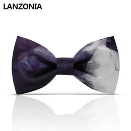 Bowtie viola di mens online-Lanzonia Designer White And Purple Patchwork Patterned Mens Wedding Bow Tie Unisex Novità Cravatta da donna Elegante cravatta a farfalla