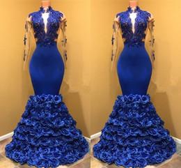 petites robes formelles Promotion 2018 col haut bleu royal sirène robes de bal avec voyeur à manches longues appliques fleurs roses formelles robes de soirée