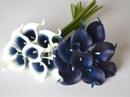 Hochzeit herzstücke blumen blau online-Dekoration Blumen Marine-Blau Picasso Calla-Lilien PU Real Touch Blumen für Hochzeit Bouquets Tischdekoration Künstlich Pflanze