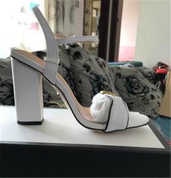 sandales en caoutchouc blanc Promotion 8087 Couleurs Date 2018 conception de marque de luxe En Cuir Femmes Stud Sandales Slingback Pompes Dames Sexy Talons Hauts8-9cm chaussures