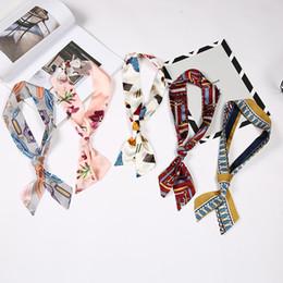 kleine handgelenktaschen Rabatt Neue Mode Handtasche Schals Tasche Schal Drucken Seidenschal Frauen Kleine Tasche Band Weibliche Handschellen Schals 39 farbe