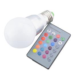 Canada E27 / E14 RGB LED Lampe 5 W 7 W 110 V 220 V LED RGB Ampoule Lampe IR Télécommande 16 Couleur Changement Fête De Vacances Décor Lampada LED Offre