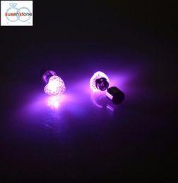 SUSENSTONE Küpe LED kalp şeklinde aydınlık küpe Dans Parti Aksesuarları Işık Up LED Bling Kulak Çiviler Küpe nereden