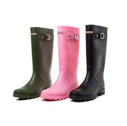 Stivali da pioggia alti da donna con il ginocchio YUB di marca con regolabili elastici tre colori solidi Stivali invernali impermeabili con tacco alto da protettore per le scarpe fornitori