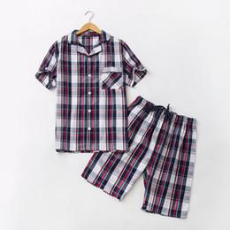 2020 marcas de pijamas de algodón 2018 Marca de Verano homewear Hombres Pijama Plaid Casual establece Hombres Turn-down Collar camisa de la mitad de los pantalones Hombre traje de dormir de Algodón Suave marcas de pijamas de algodón baratos