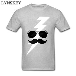 Hippie Bart Und Cool Bolt Cartoon Design Männer Lustige T-shirts Natürliche Baumwollgewebe Kleidung Neuheit Geschenk T-shirt von Fabrikanten