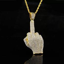 2019 ciondolo dito medio Hip Hop Uomo Donna Colore oro placcato con strass pieno Ciondoli dito medio grande collane di cristallo Bling Vogue Jewelry sconti ciondolo dito medio