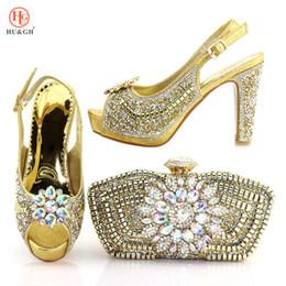 Bolso del zapato de la boda online-2018 Nuevo Nigerian Golden Color Women Shoes And Purse Set African Wedding High Heels 10.5CM Zapatos italianos y bolso fijado para el partido