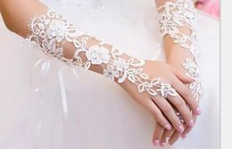 2019 imágenes de guantes 2018 Hottest Party Guantes Cheap Bridal Gloves Marfil o blanco de encaje largo Fingerless elegante boda