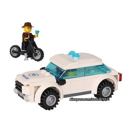 Wholesale plastic toy police car - Models Toys For Children Boy Gifts City Series Police car Motorcycle Building Blocks Policeman Compatible with legoeINGlys 26014