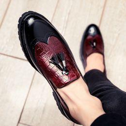 2019 stilvolle schuhe für männer Stilvolle Spitzschuh-beiläufige Partei-formale Schuhe für Männer Günstige Mischfarben-Leder-Troddel-Müßiggänger-Mens-Hochzeits-Schuhe 3 Farben rabatt stilvolle schuhe für männer