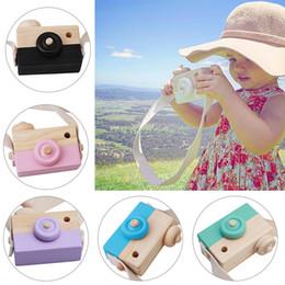 kleider spielzeug aus holz Rabatt 100% echte süße natürliche Holzspielzeug Kameras sicher für Kinder Mode rosa weiß Baby Kleidung Zubehör Geburtstagsgeschenk