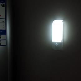 Nuovo stile USB addebitabili ad induzione illumina la lampada LED di notte del sensore luci Corridoio Camera da letto della lampada da parete Illuminazione di emergenza da