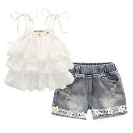Chiffon menina s terno on-line-Roupas de verão para crianças coreanas meninas terno estilingue do bolo de Chiffon + calça 2 pcs flor de pérola halter top shorts jeans crianças S