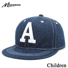 2019 bordado denim niños Boy Girl Denim Gorra de béisbol Letra Bordado  Sombreros del Snapback Niños 1b2f6576cc6