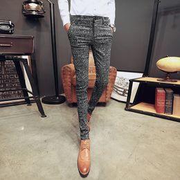 2019 hommes coréens pantalons blancs 2017 nouveaux pantalons décontractés pour hommes coréens Slim stretch pantalons longs styliste de cheveux quatre saisons points noir et blanc hommes coréens pantalons blancs pas cher